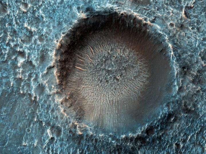 Cratera Herschel em Marte fotografada pelo High Resolution Imaging Science Experiment (HiRISE). Crédito: NASA/JPL/Universidade do Arizona
