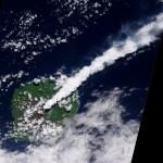 A Terra vista do Espaço: a pluma de cinzas do vulcão Gaua em Vanuatu