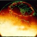 Esta aurora completa, vista no círculo em laranja, foi fotografada pela espaçone Polar da NASA em 1996. Um aurora completa é muito difícil de fotografar pois parte desta ocorre no lado iluminado pelo Sol. A espaçonave Polar, no entanto, tem equipamentos que filtram a luz e permitem esta tomada especial.  Crédito: L. A. Frank, J. B. Sigwarth et al. (U. Iowa), Polar, VIS, NASA