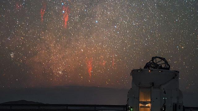 Esocast81: sprites vermelhos no deserto do Atacama