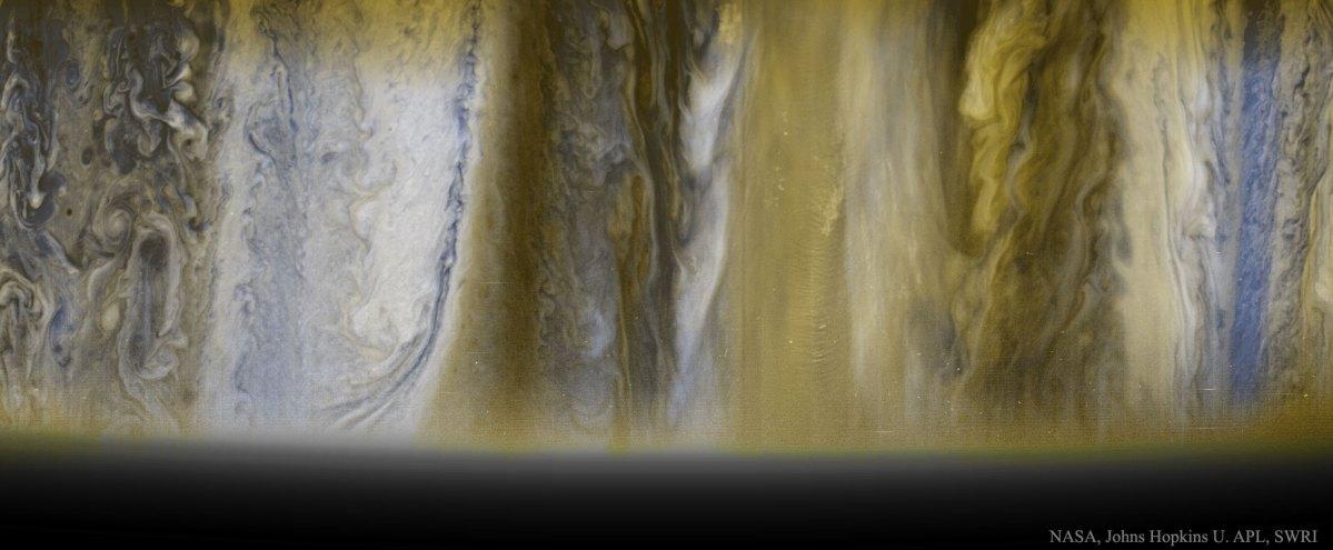 Imagem das nuvens jovianas capturadas pela New Horizons e a chegada de Juno em Júpiter se aproxima