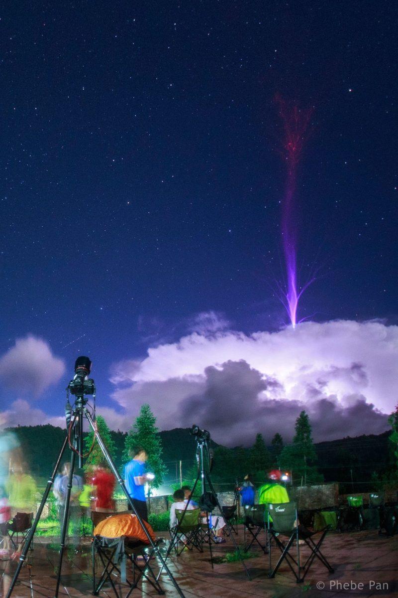 Gigantesco Evento Luminoso Transiente capturado na China por Phebe Pan durante a chuva de meteoros das Perseidas