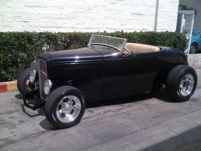 Un Deuce Coupe de 1932, la última adquisición del amigo Sly. Se ve que colecciona coches como si fueran llaveros... si le sobra uno podría enviármelo...