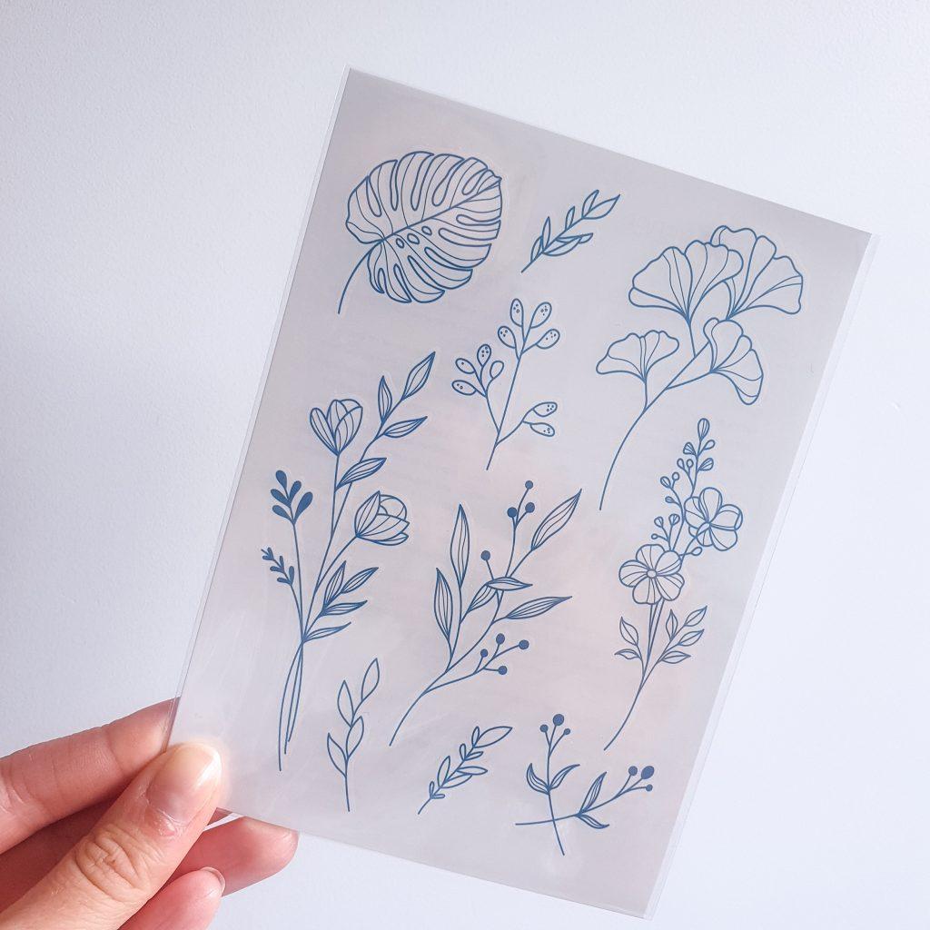 Planche de tatouages éphémères motifs feuilles et fleurs de Bernard forever