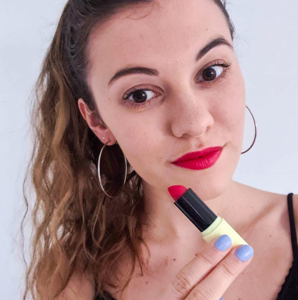 Rouge à lèvres 01 coquelicot de Pomponne makeup sur mes lèvres