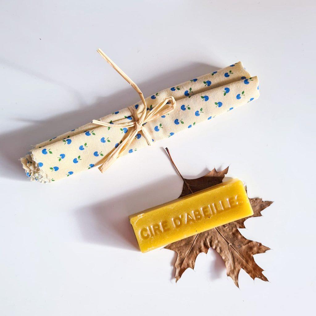 Lingot de cire d'abeille et un tissu pour faire un beewrap