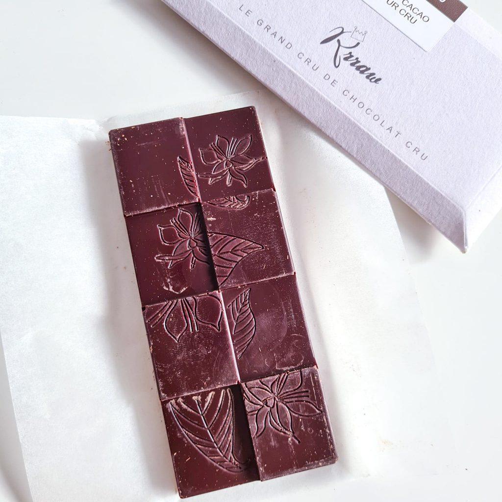 Tablette de chocolat cru de la marque rrraw