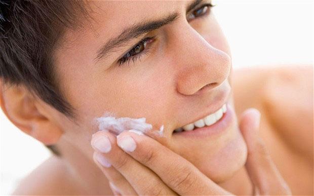 man face moisturiser