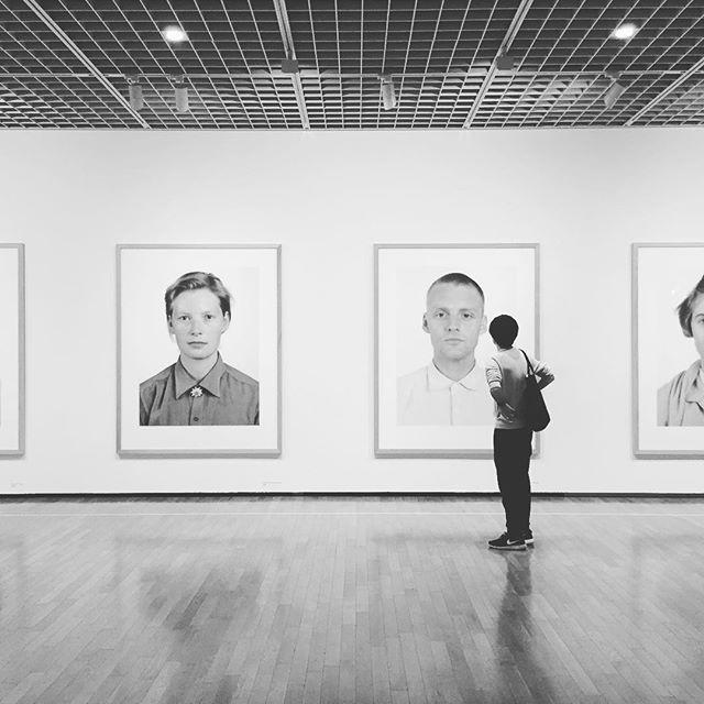 たのしいカメラ学校のHPでも紹介している東京国立近代美術館の「トーマス ルフ展」はぜひ〜。会場では作品を撮影することもできます。美術館の帰りは、入園無料の皇居東御苑を散歩するのがおすすめコースですよ♪ #たのしいカメラ学校 #写真教室 #写真展  #トーマスルフ展