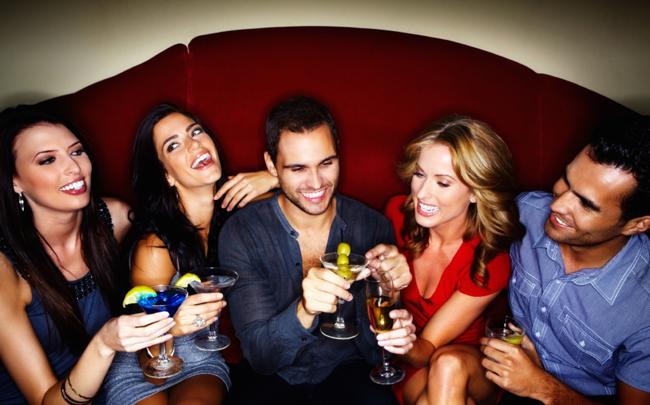 Beber-com-os-amigos-duas-vezes-por-semana-faz-bem-pra-saúde