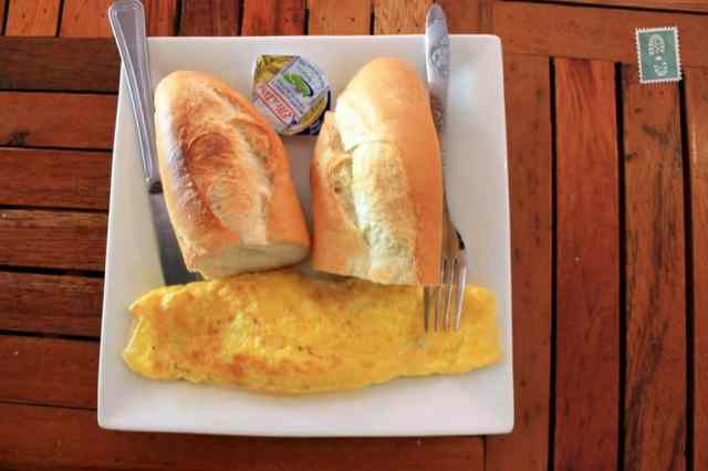 Omelette with cheese and baguette - 5 Sons Restaurant ($1)