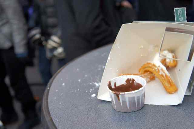 Los churros with chocolate
