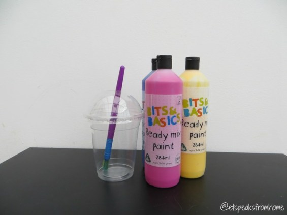 lidded plastic cup for spill-free painting
