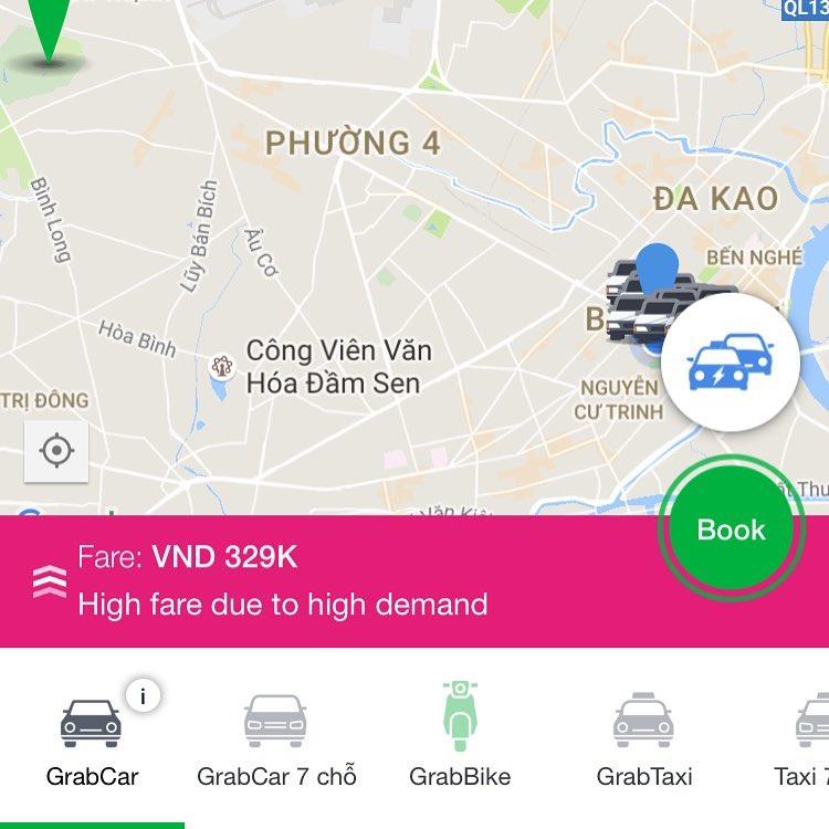Grabがいつも普通のタクシーより安い訳ではない。ピーク時はタクシーの3割増。Grab is not always cheaper than a normal taxi.