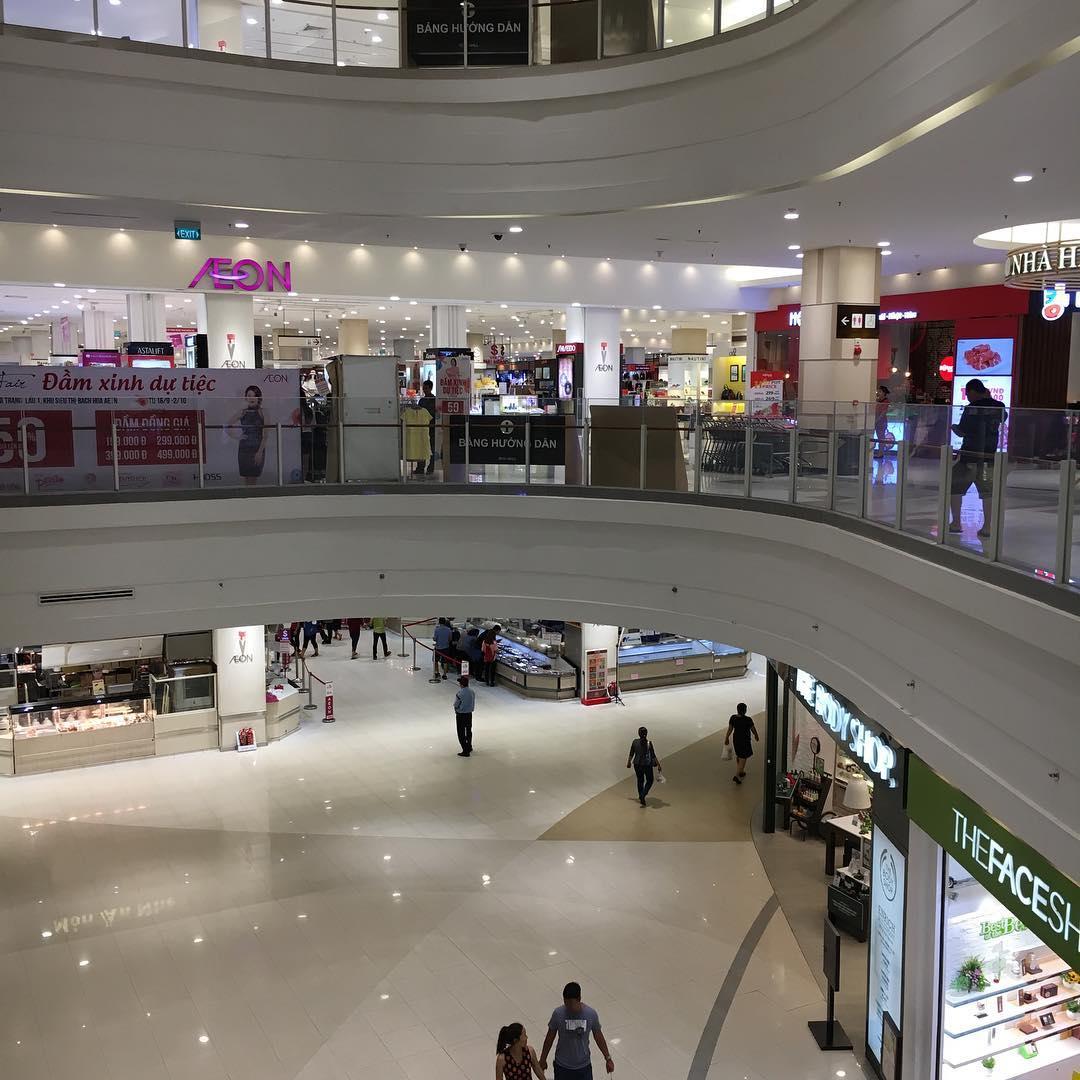 ちょっと買い物にTan PhuのAEON MALL さすがに平日の雨天なのであまり人がいませんね。 目的の商品は無事にゲット。