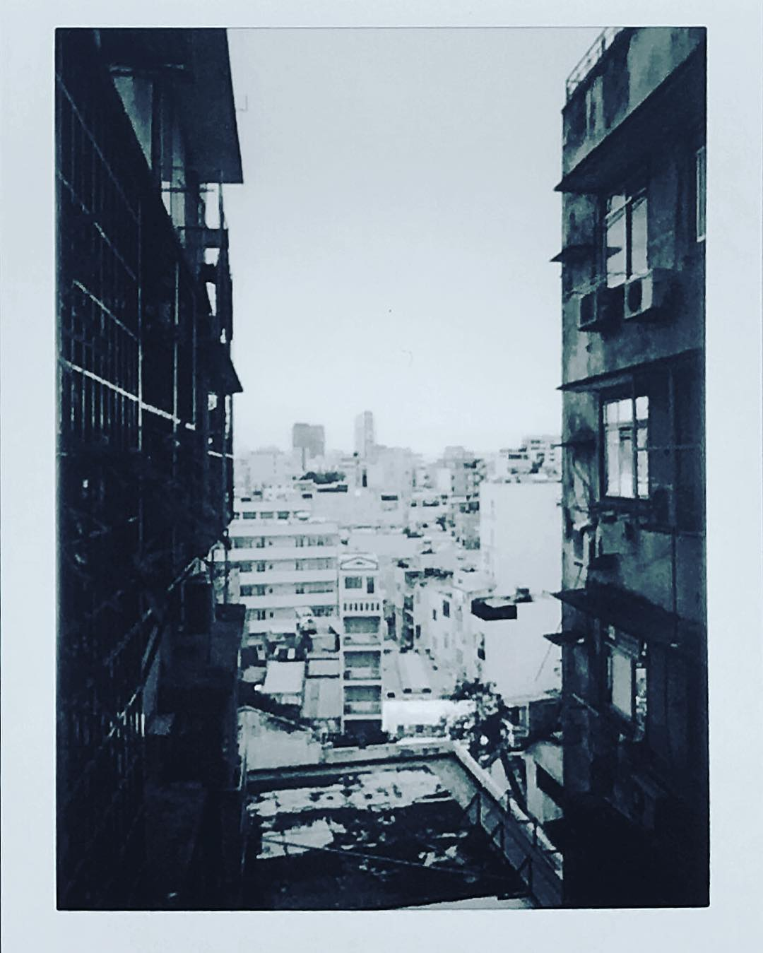 サイゴンの古いアパート Chung Cu, an old apartment of #saigon #instax