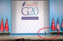 G20のステージに現れた猫