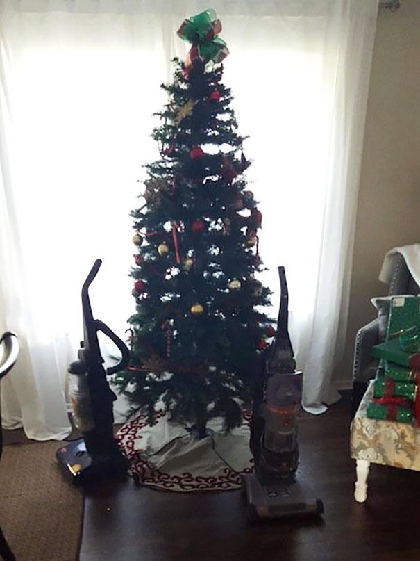 掃除機とクリスマスツリー