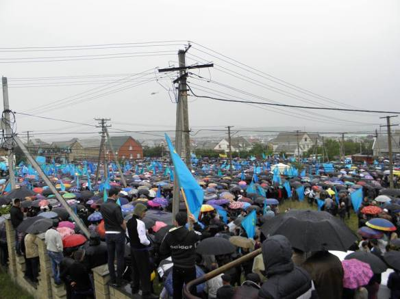 k3 Thousands of Crimean Tatars Mark 70th Anniversary of Deportation