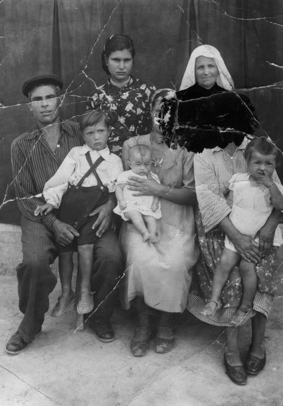 tatars 21 Crimean Tatars in resettlement areas after being deported in 1944