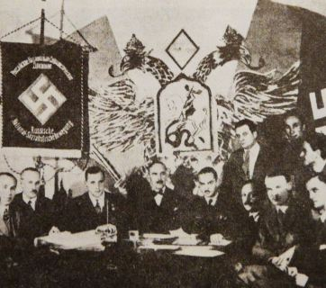 Participants tripartite conference in Berlin ( 1933 ): In the center (with a bow tie) - P. R. Bermondt-Avalov left of it - A. L. Kazem-Bek , right - A. A. Vonsiatsky