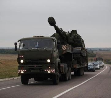 Self-propelled howitzer brought by Russia to the Ukrainian border, Border town Donetsk, Rostov oblast, Russia, August 21, 2014