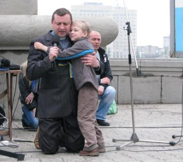 Sergey Kosyak and his son leading prayer at a prayer marathon in Donetsk