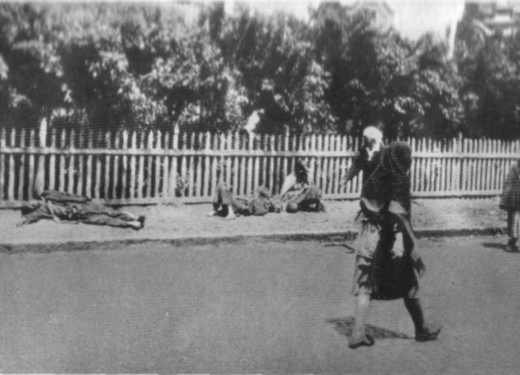 Victims of starvation in Kharkiv. The Holodomor in Ukraine, 1933 (Image: fundholodomors.org.ua)