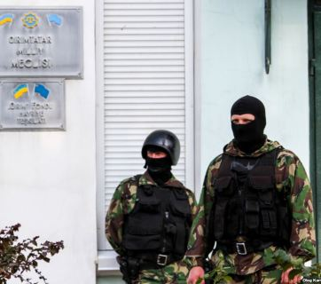 Crimean Tatar Mejlis raided and searched by Russian police in balaclavas