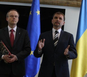 President of IPN Łukasz Kamiński and Director of UINP Volodymyr Viatrovych during a meeting in Kyiv