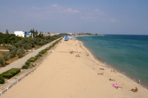 After the Russian occupation, Crimean beaches are almost completely free of tourists now, further hurting the tourism-dependent economy, June 2015 (Image: Social media)
