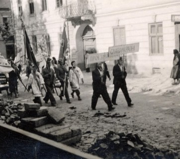 Ukrainian nationalists demonstrate against Soviet Union and for a free Ukraine in 1941. Photo: wikipedia