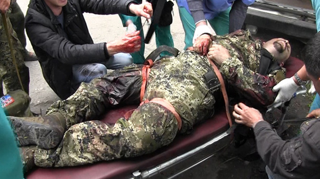 A Russian mercenary in the Donbas with heavily bleeding leg wounds being evacuated in the rear (Image: censor.net.ua)