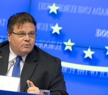 "Linas Linkevicius: A [Russian] T-90 tank in Ukraine isn't just a ""vehicle"". A lie is not an alternative point of view. Propaganda is not a legitimate form of public diplomacy. (Image: eu2013.lt)"