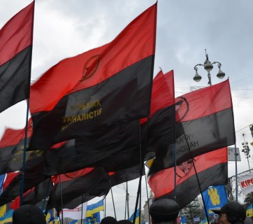 Red and black flags of the Organization of Ukrainian nationalists during the Euromaidan protests in Kyiv (2013). Image: wikipedia