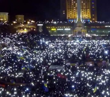 Euromaidan lights up at night as protesters hold flashlights