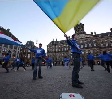 The Ukrainian Academy of leaders on the central square of Amsterdam. Snapshot from video