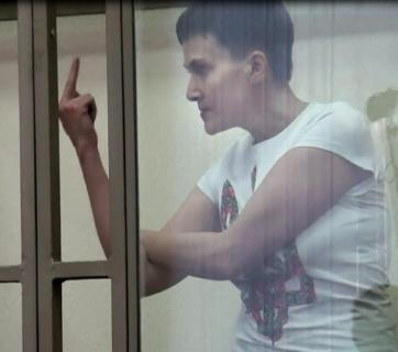 Nadiya Savchenko showing middle finger in a Russian court during her last speech on 9 March 2016. Photo: YouTube screenshot