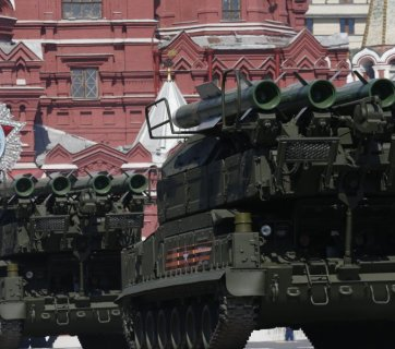 BUK-M2E at the Victory Day parade, Red Square, May 9, 2016. The Buk-M2E (NATO name SA-17 Grizzly) is a Russian made mobile medium-range surface-to-air missile (SAM) system designed to defend field troops and logistical installations against air threats. SA-17 Grizzly is an upgraded version of the proven Buk-M1 mobile air defense system and retains its main features. The SA-17 Grizzly is essentially a tracked chassis that carries a radar and a launcher with four missiles. A total of four ready to fire missiles are carried on a turntable type launcher assembly mounted on the vehicle's rear decking. The phased-array radar is mounted at a raised angle at the head of the turntable assembly. The Buk-M2 can engage a wide variety of targets from aircraft to missiles flying at an altitude of between 10 and 24,000 m out a maximum range of 50 km in given conditions. The SA-17 Grizzly can engage simultaneous of up to 24 targets flying from any direction. (Image: businessinsider.co.id)