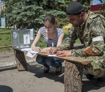 "Polling station during the sham 2014 Donbas ""referendum."" Photo: dn.depo.ua"