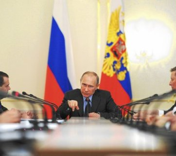 Russian President Vladimir Putin, center, heads the Cabinet meeting on 5 March 2014. Photo: Alexei Druzhinin