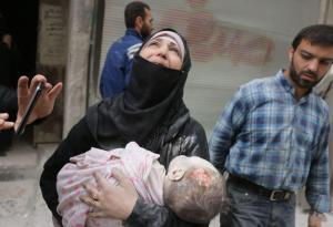 A Syrian woman carries the body of her infant after he was retrieved from under the rubble of a building following a reported airstrike on September 23, 2016, on the al-Muasalat area in the northern Syrian city of Aleppo. (Image: AFP / THAER)