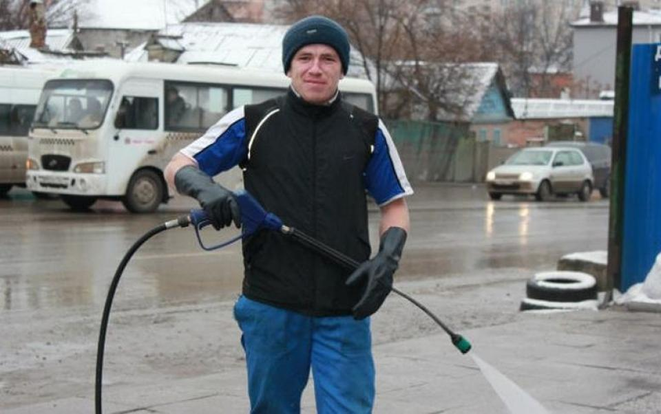 After graduating from high school and serving his compulsory military service as a comms specialist in Putin's second war in Chechnya, Motorola went through a few blue-collar jobs. His last one -- before he went on to become a mercenary in Ukraine -- was a car washer in Rostov, Russia. (Image: social media)