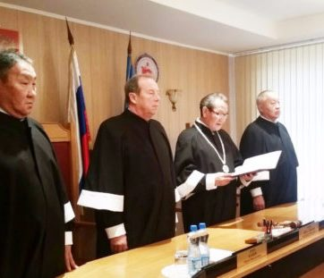The Republic of Sakha (Yakutia) Constitutional Court reading the decision (Image: sakhalife.ru)