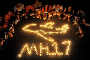 Chinese students pray for the victims of Malaysia Airlines Flight MH17 at Yangzhou University