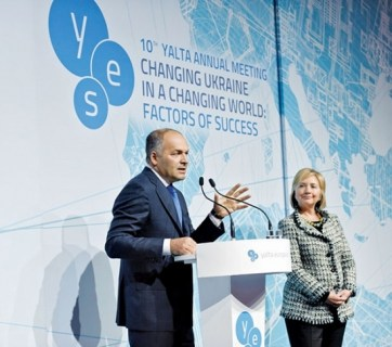 Ukrainian oligarch Viktor Pinchuk, organizer of the prestigious Yalta European Strategy conference, stands next to Hillary Clinton at the conference in 2013