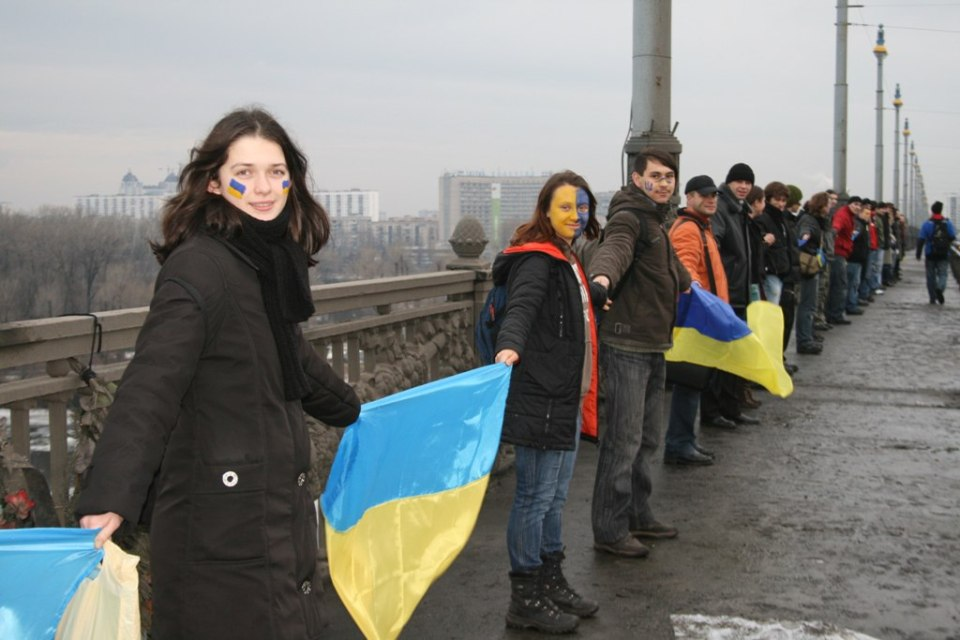 In 2017 activists are calling Ukrainians to join the symbolical Act of Unity which will took place at Paton's Bridge in Kyiv on January 22, 10:00 am