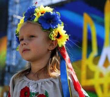 Young Ukrainian girl at Kyiv's Independence Square, 24 August 2015, after a march on the occasion of Independence Day.   EPA/ROMAN PILIPEY