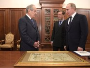 Putin presenting former Tatarstan President Mintimir Shaymiyev a map of 17th century Tataria. Moscow, January 2017 (Image: video capture)