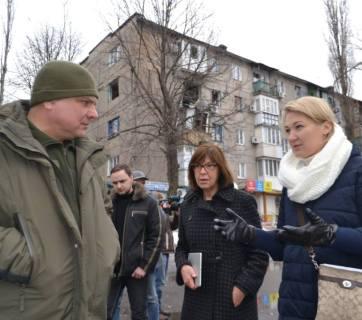 February 20, MEP Rebecca Harms visits Avdiyivka. Credit: FB ato.news